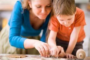 Педагог занимается с ребенком