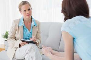 Девушка на консультации у психолога