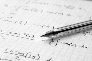 Ручка лежит на расчетах